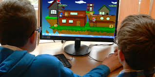 kids-play-game-in-computer